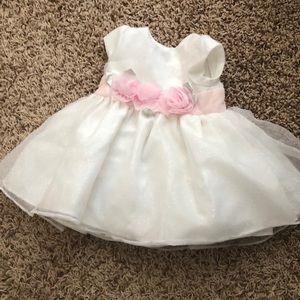 Baby girl formal dress 6 months. Never worn!